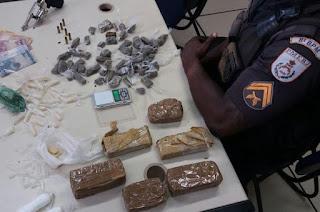 http://vnoticia.com.br/noticia/2352-homem-preso-em-barra-velha-na-praia-de-gargau-com-drogas-e-um-revolver