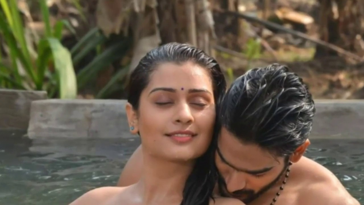 Payal Rajput Hot kissing