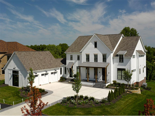 Characteristics of a modern farmhouse exterior anderson for Farmhouse modern style