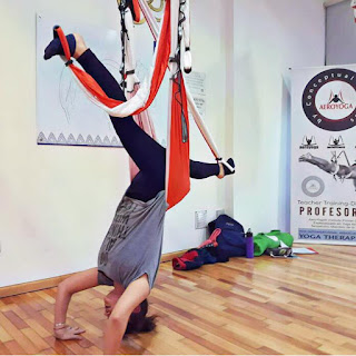 yoga aerien, aeroyoga, air yoga, fly, flying, pilates, remise en forme, fitness, yoga, sante, bienetre, sport, sportif, exercice, danse, danse aerienne, formation, stage, web, retraite