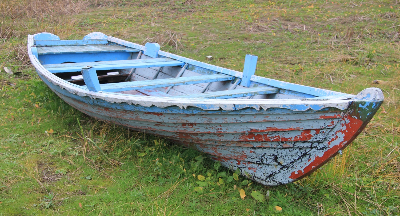 Рыбацкая лодка: Деревянная лодка (фото)