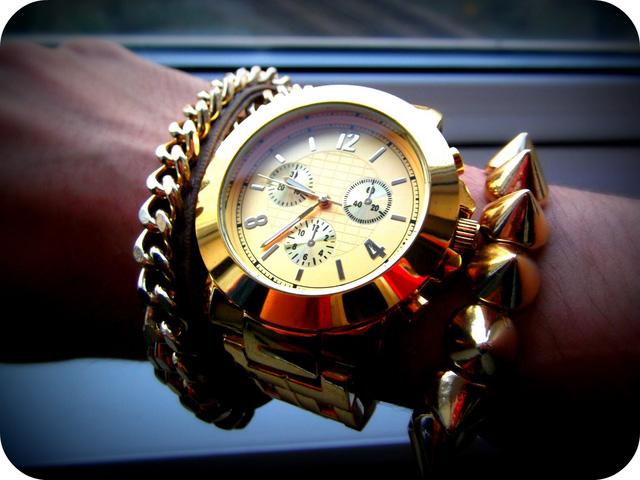 """Bật mí cho các """"bạn gái"""" cách đeo đồng hồ sao cho đẹp và quý phái"""
