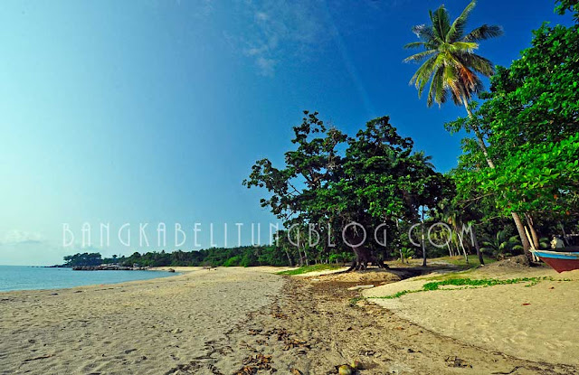 pantai-teluk-uber-kabupaten-bangka