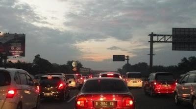 58.286 Kendaraan Lintasi Tol Jakarta-Cikampek