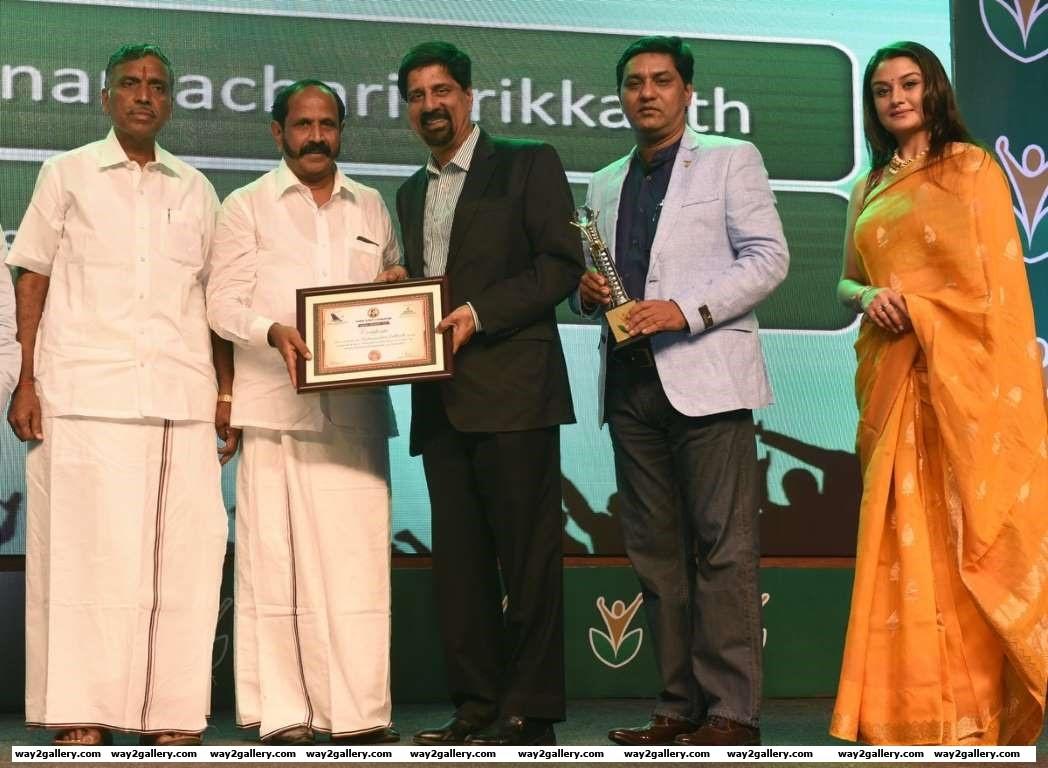 Krishnamachari Srikkanth received the Inspiring Icon award at Amma Sports Foundation Awards