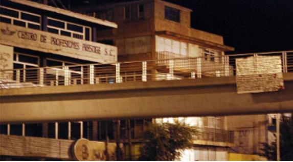 """Zetas cuelgan """"narcomantas"""" en puente de Fresnillo y Guadalupe Zacatecas"""