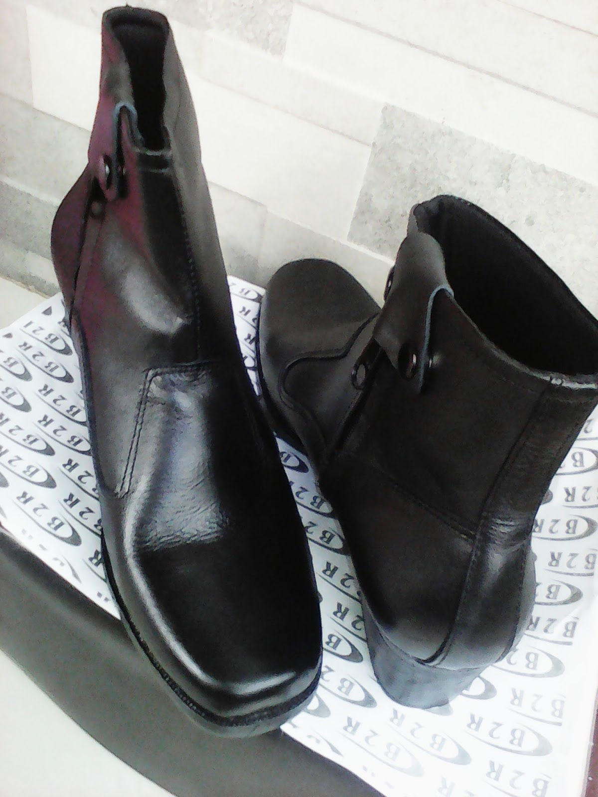 Harga Sepatu Pdh Tni Polri Dan Security Merk B2r Update Januari Tali Ressleting Mengkilap Zona Murah