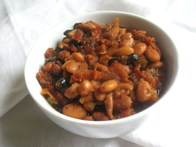 Stovetop Baked Beans with Apple and Sun-Dried Tomatoes