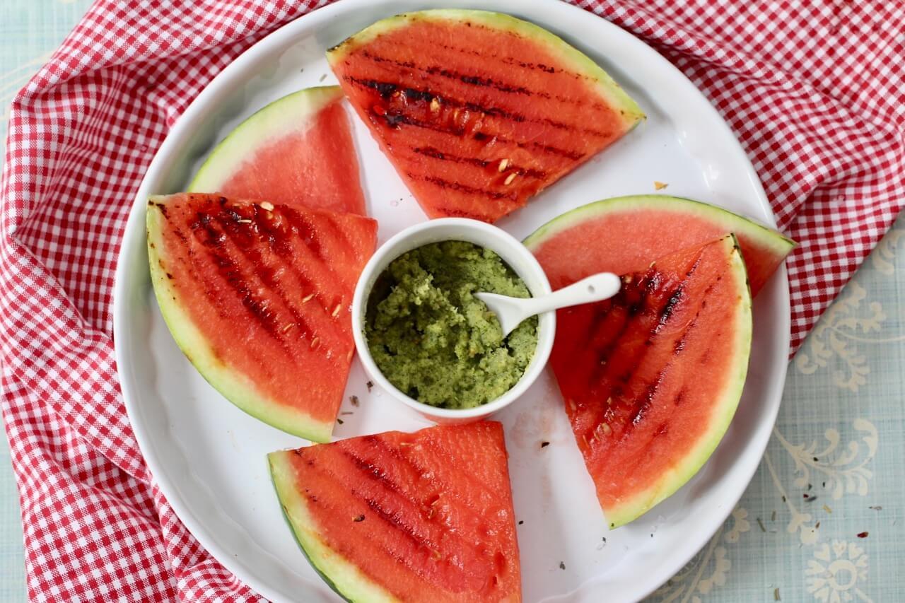 Gegrillt Melone mit Minzpesto