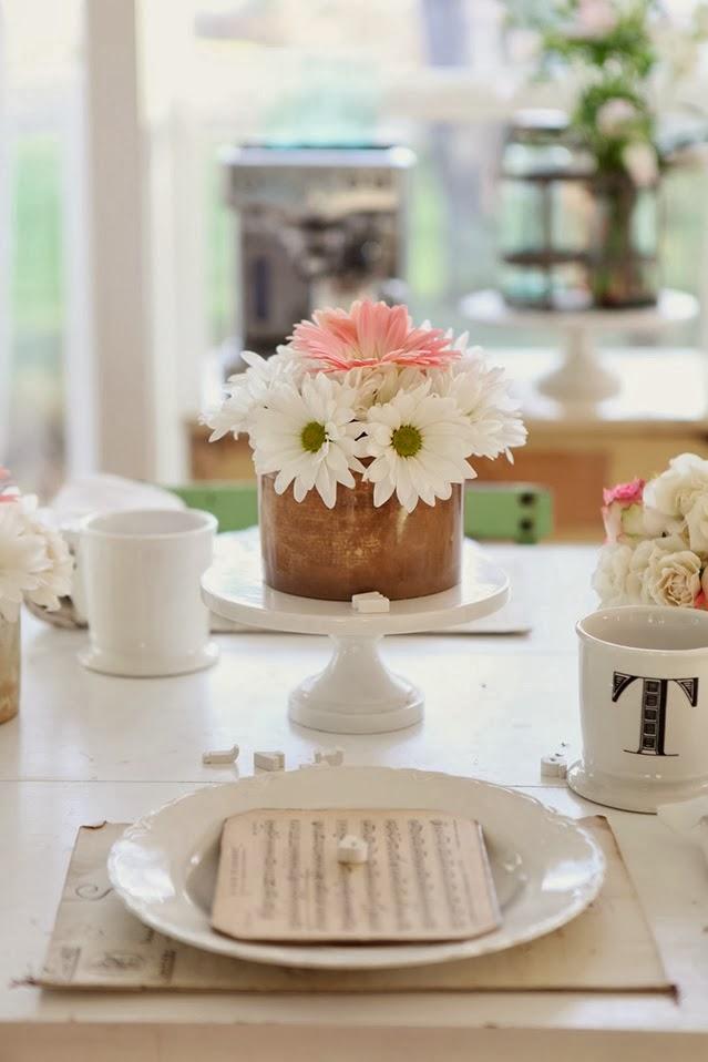 Aranżacja stołu w klimacie vintage, wystrój wnętrz, wnętrza, urządzanie domu, dekoracje wnętrz, aranżacja wnętrz, inspiracje wnętrz,interior design , dom i wnętrze, aranżacja mieszkania, modne wnętrza, jadalnia, stół