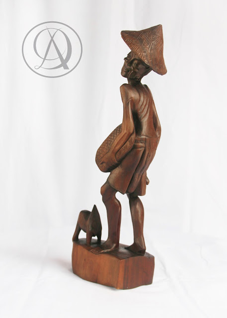 Divka Antik menjual barang antik, unik, kuno, langka, dan barang seni seperti Patung Pak Tani