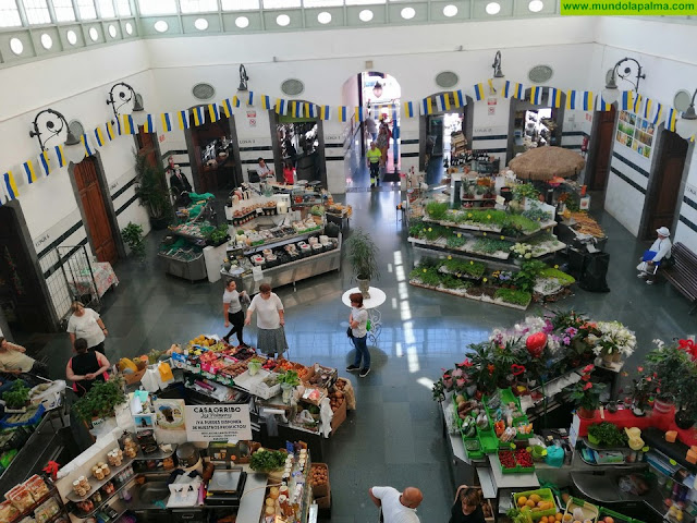 Las asociaciones Casco Histórico y Comerciantes del Mercado de Santa Cruz firman un convenio de colaboración
