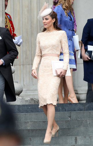 kate middleton alezander mcqueen lace dress