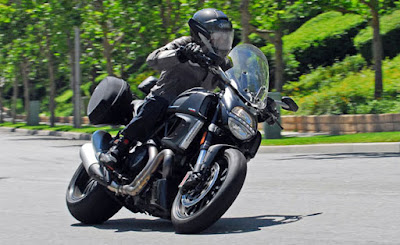 Ducati Diavel Titanium side view image 66