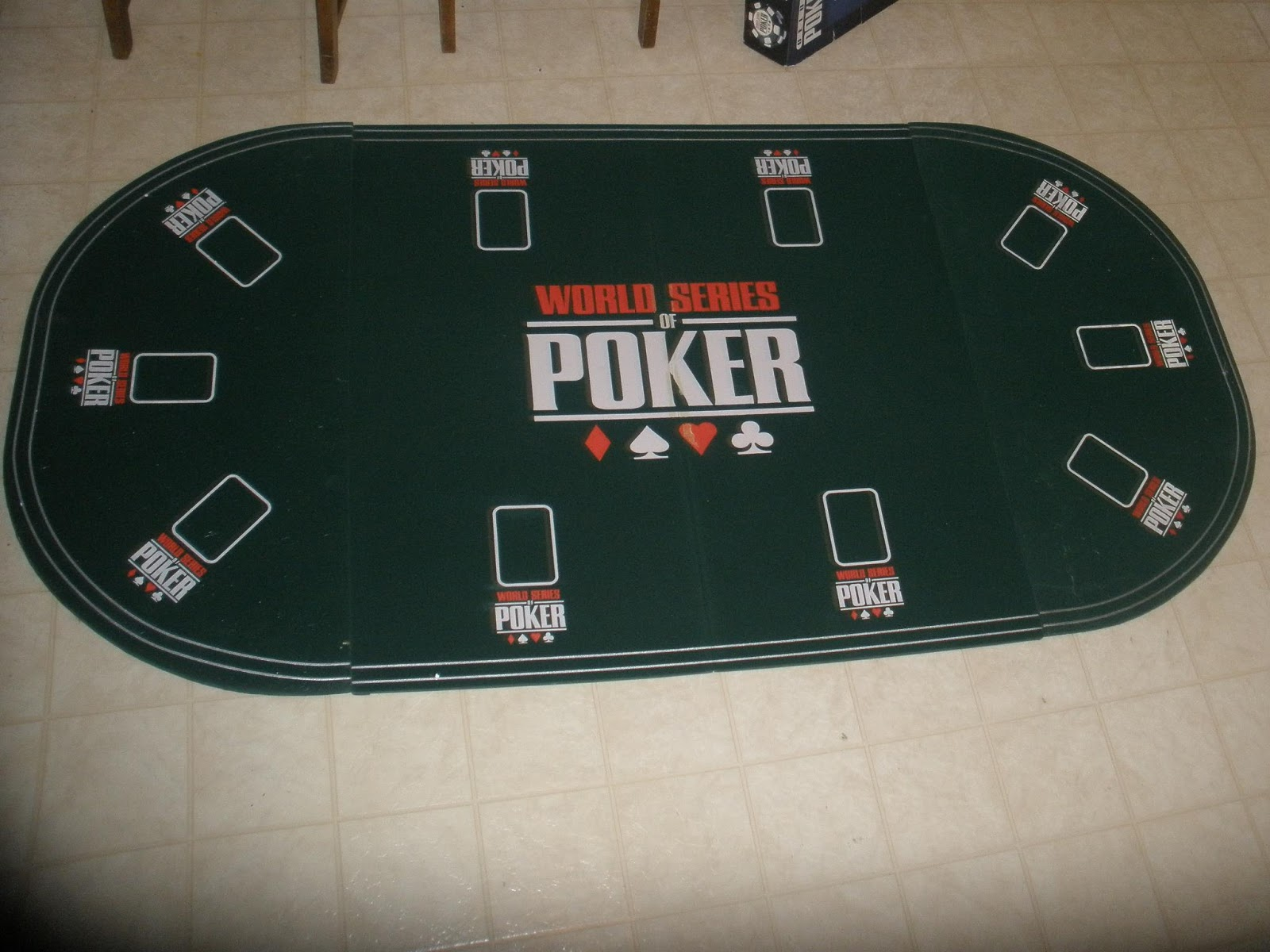 Delicieux Poker Tabletop Good For Up To 10 People! Includes Cards And Chips!