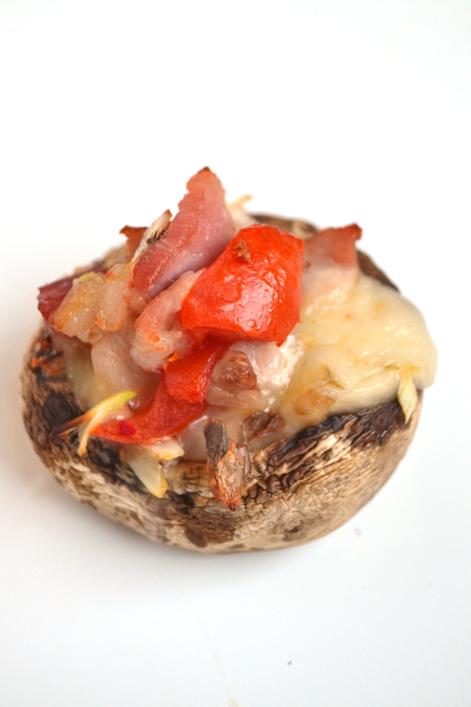 Pepper Jack and Bacon Stuffed Mushrooms are ready in just 20 minutes and make the perfect easy and flavorful appetizer that everyone will love with melty, spicy pepper jack cheese and hickory smoked bacon! www.nutritionistreviews.com