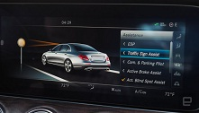 Mercedes Benz E300 mobil mewah berteknologi tinggi