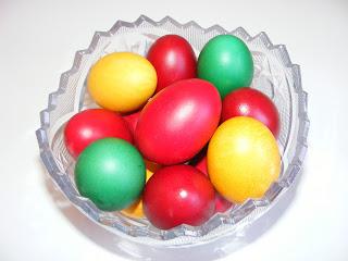 retete oua colorate aperitiv pentru masa de Paşte,