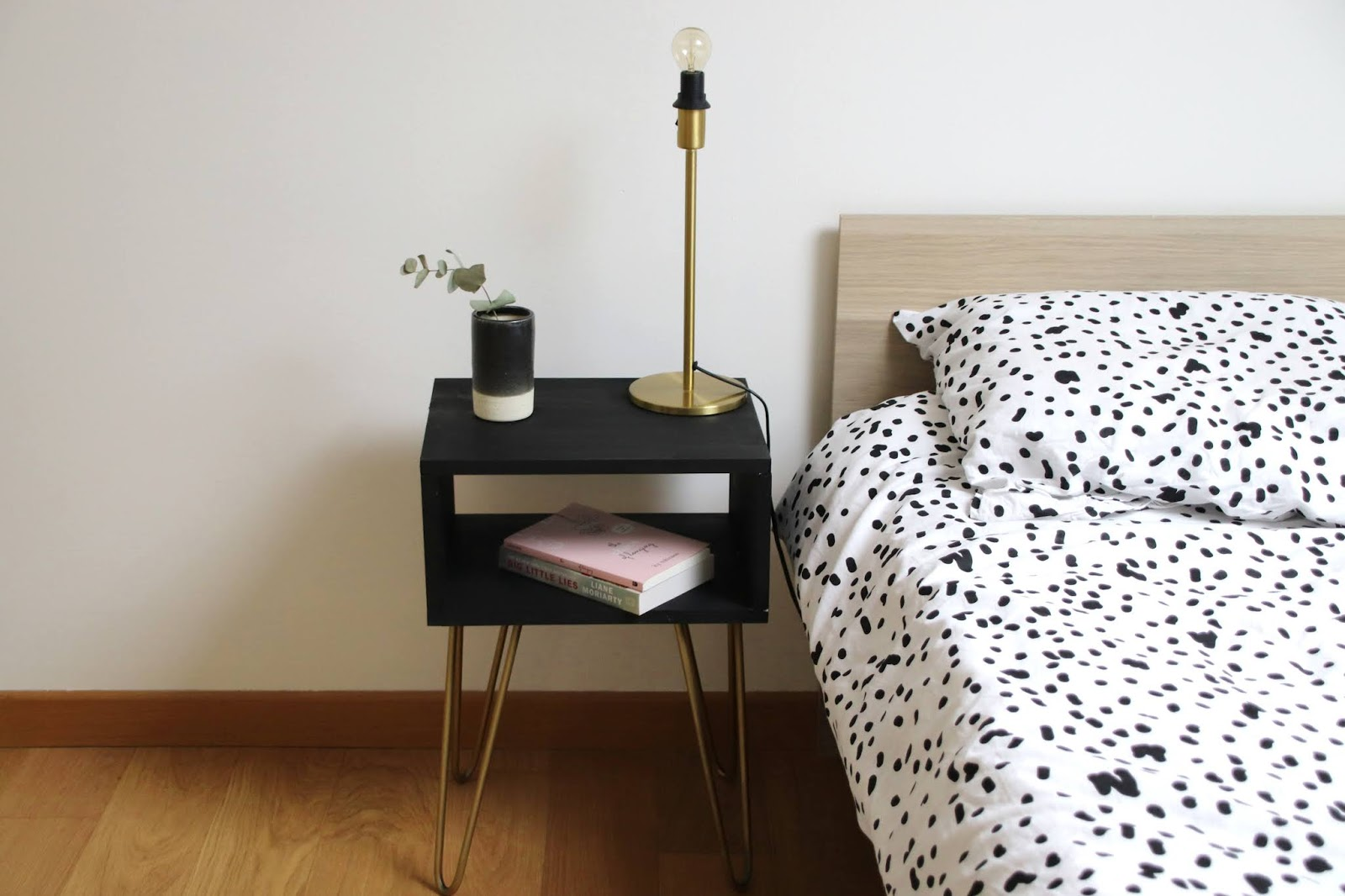 diy la table de chevet aux pieds compas le bazar d 39 alison blog mode lyon et autres. Black Bedroom Furniture Sets. Home Design Ideas