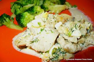 рыба готовая на тарелке с гарниром
