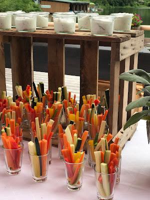 Gemüsesticks Finger Food, London meets Garmisch-Partenkirchen, Sommerhochzeit im Vintage-Look in Bayern mit internationalen Hochzeitsgästen, Riessersee Hotel, Hochzeitsplanerin Uschi Glas