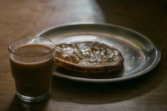 leh ladakh chai with kashmiri roti