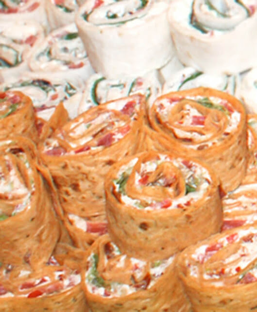 Bacon, Lettuce, and Tomato Pinwheels is an easy to make recipe that makes a great appetizer, lunch or snack!