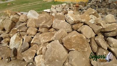 Pedra moledo para construção de lago com pedra.