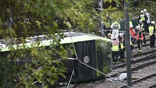 Londres: Cinco muertos al descarrilarse un Tranvía
