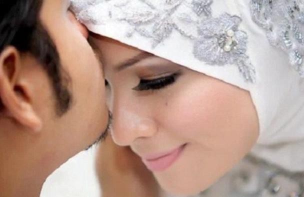Suami Istri WAJIB BACA! 10 Hal Romantis Penghapus Dosa  dan Penuh Pahala