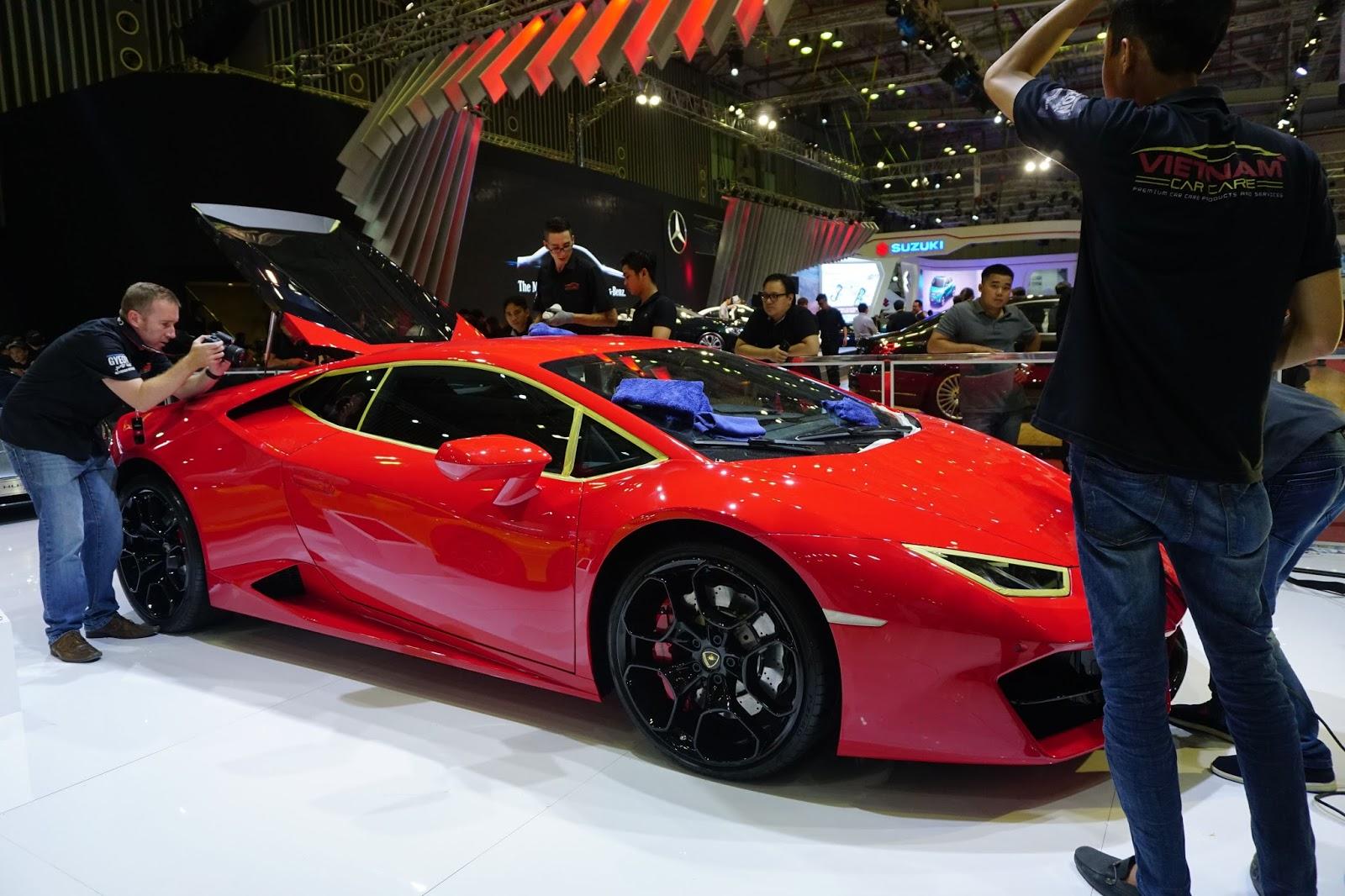 Lamborghini Huracan LP580-2 Đỏ đang đánh bóng