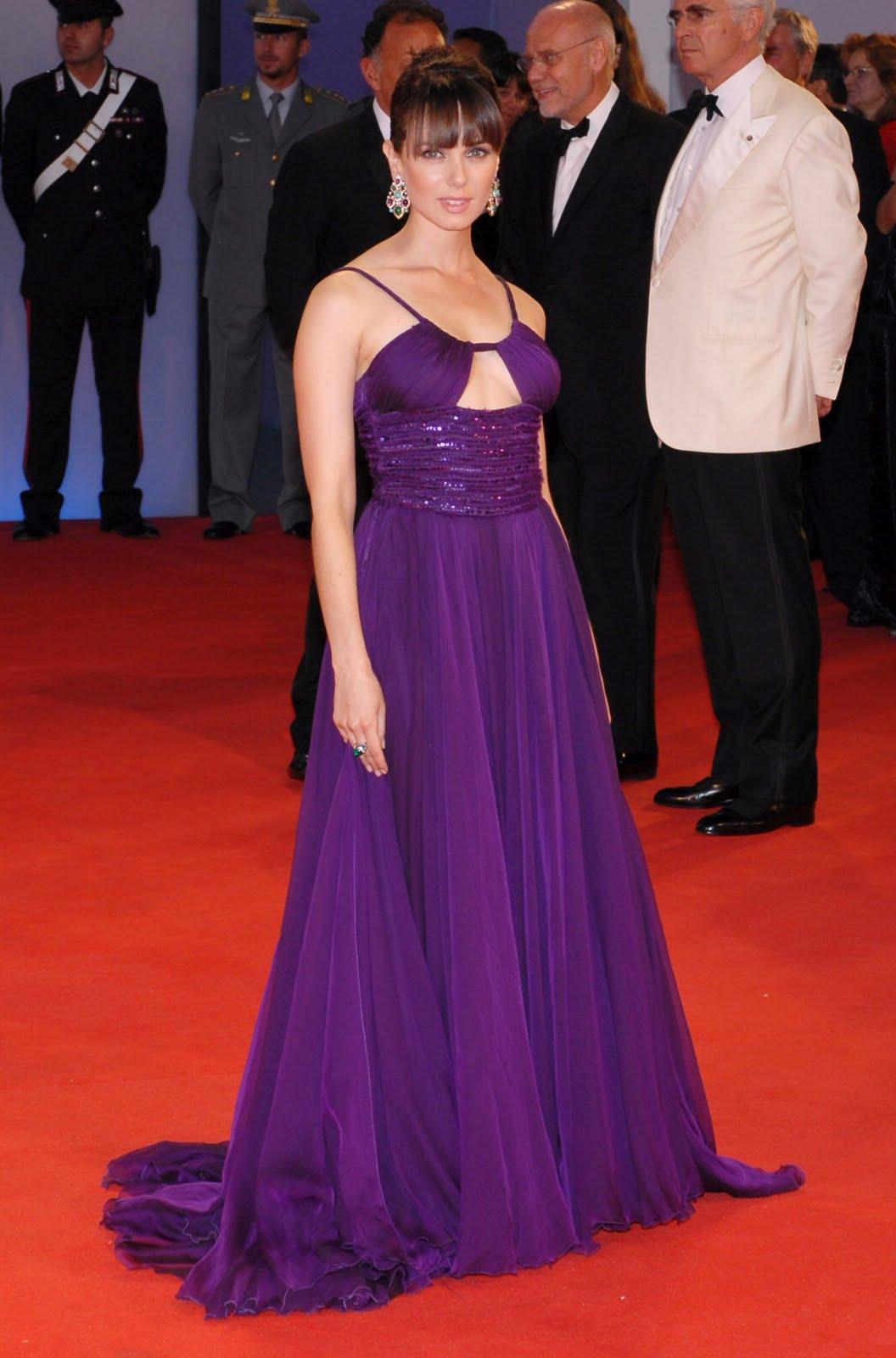 Fashion Mia Online Customer Reviews: Celebrities And Fashion: Mia Kirshner Fashion
