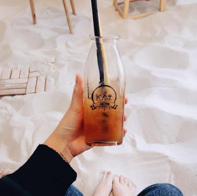 Quán cà phê ngập cát như ở biển ngay giữa Hà Nội