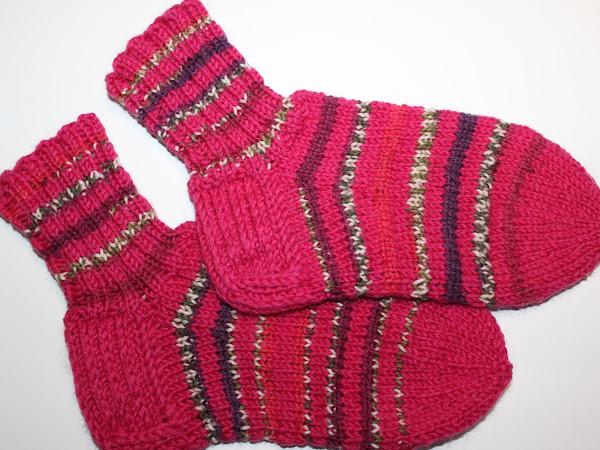 Jouluiset raitavillasukat - Christmassy striped wool socks