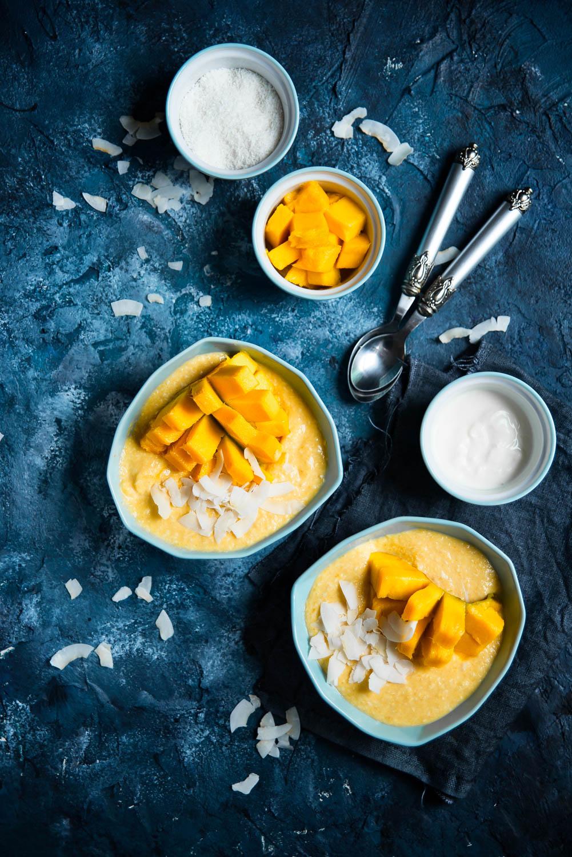 """Smoothie bowl"" o smaku kokos-mango"