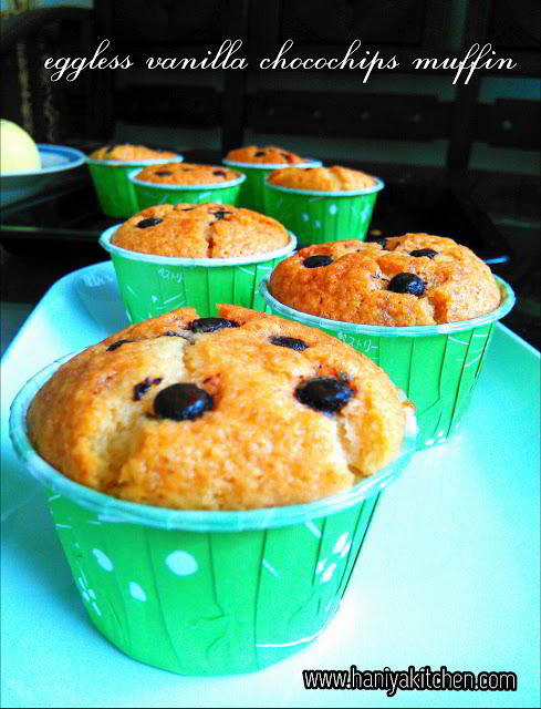 eggless vanila chocochips muffin