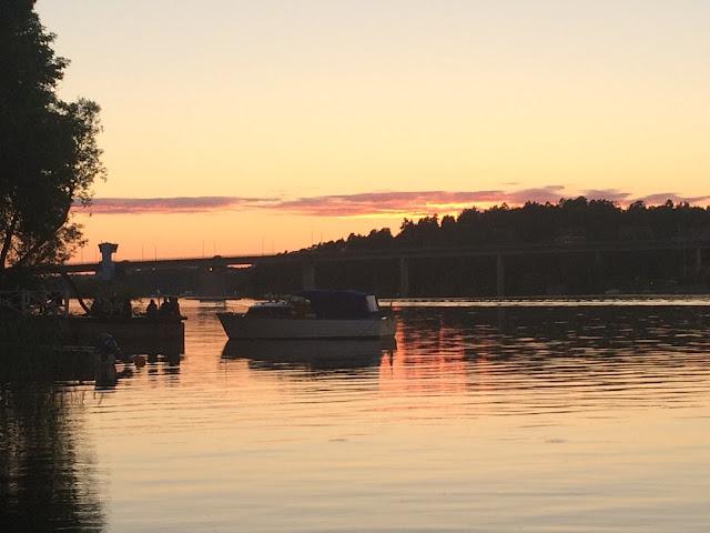 Pôr do Sol num dos canais de Estocolmo, na Suécia
