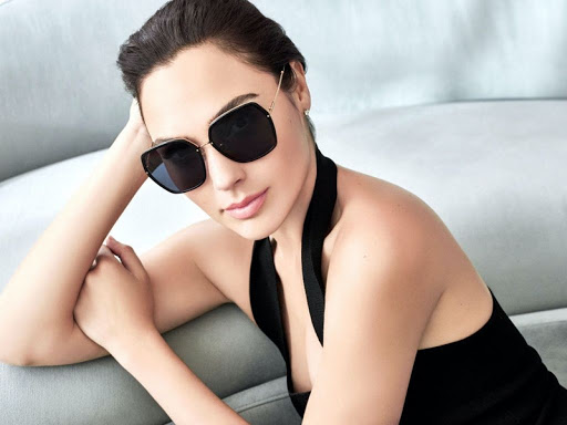 Wonder Woman Gal Gadot beautiful fashion model latest photo
