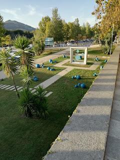 http://descubrirlaquimica2.blogspot.com.es/2017/10/curioso-homenaje-al-agua.html
