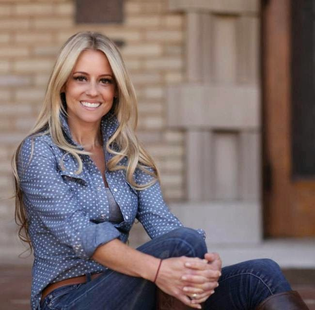 THE APPRECIATION OF BOOTED NEWS WOMEN BLOG : Nicole Curtis