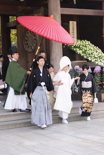 Spotting Japanese wedding at Meiji Jingu Shrine