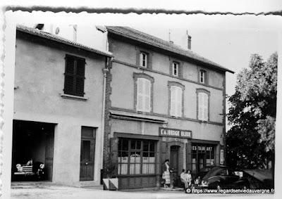 Photo de l'Auberge Bleue de Thiers en 1955