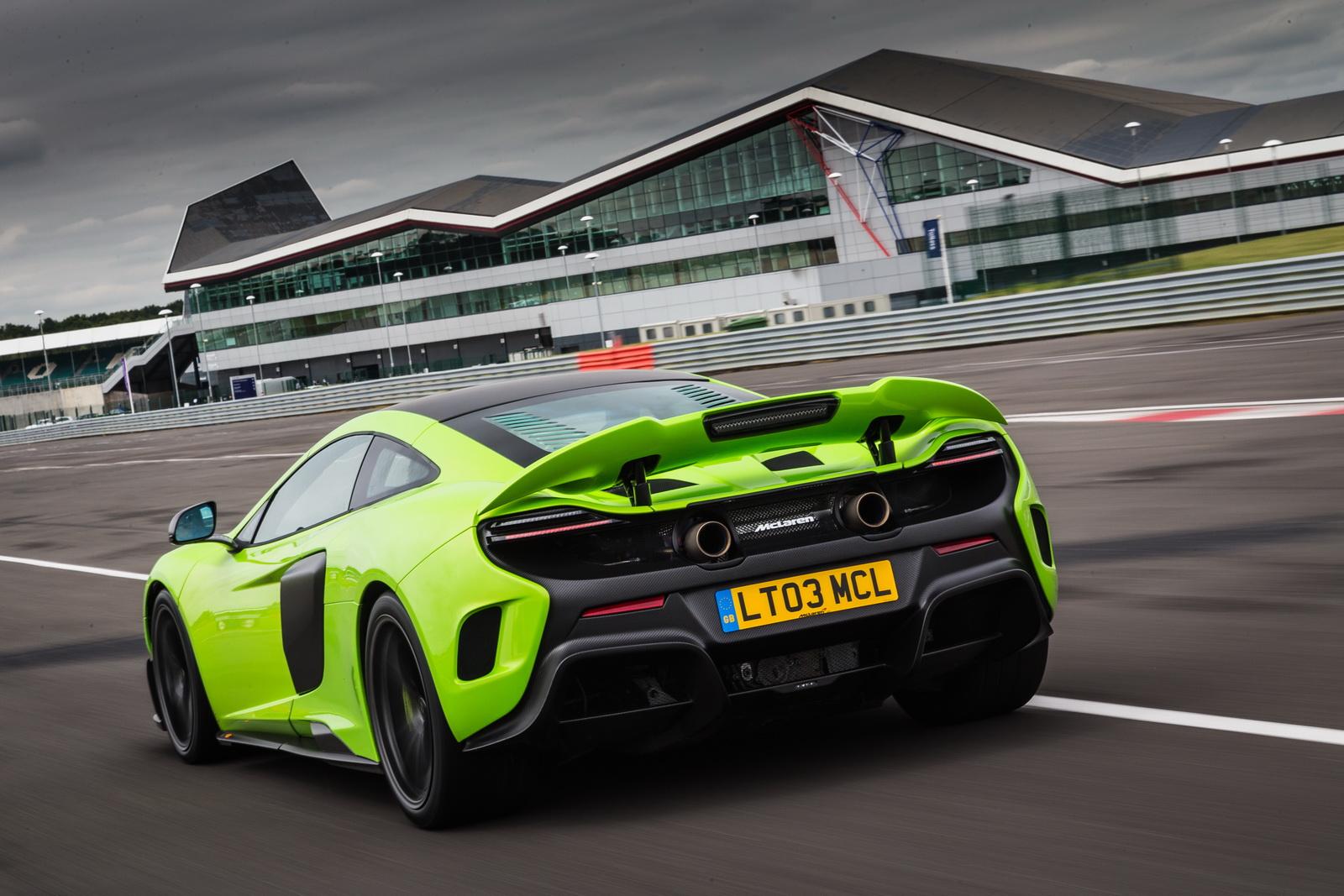 Siêu xe McLaren 675LT 2016