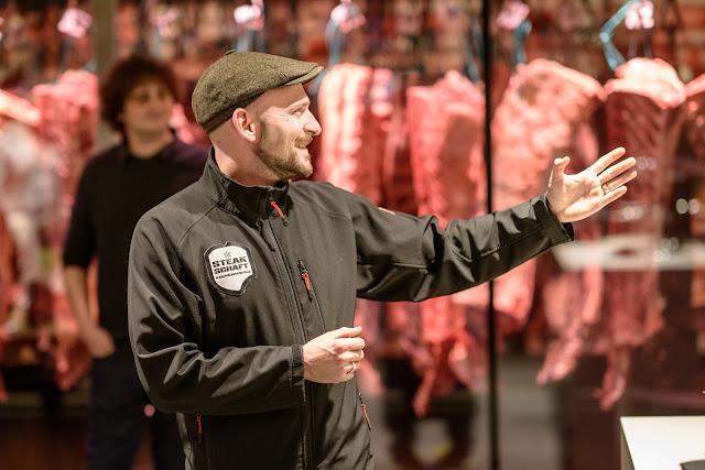 Foodblogger, lecker, Blog, Foodblog, Yummy, selbstgemacht, homemade, Blogger, Tina, leckerundco, Tina Kollmann, Kochkurs, Rezept, Burger, BBQ, Grillen, Steak, Beef, Steakschaft, Der Ludwig, Dirk Lufwig, Steak Schaft, T-Bone, Aging, Beef Aging, Asche Aged Beef, Asche Aged Steak, Boston Cheese Sauce