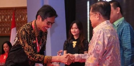 Berkat Basaba, Irwan Prayitno Terima Penghargaan Top Inovasi Pelayanan Publik 2018