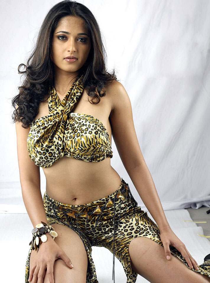 Indian Masala Photos Anushka Shetty Hot Bikini And Navel Show-7120