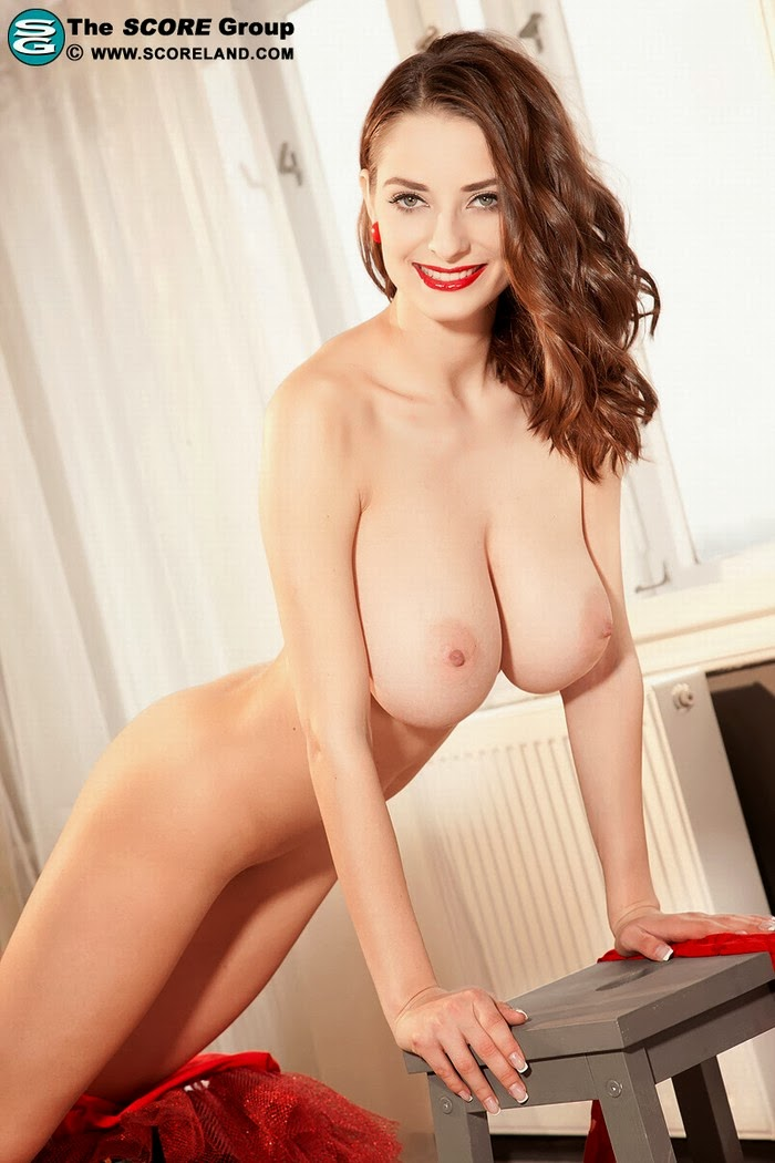 tits Estelle taylor big
