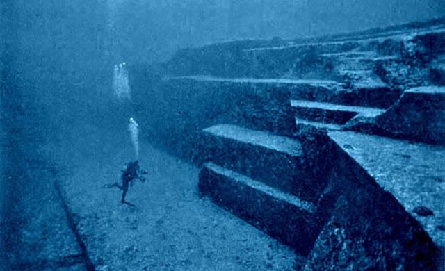 Monumen Yonaguni monumen pra sejarah yang di temukan di bawah air
