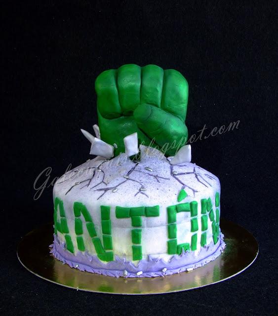 Tarta Hulk puño
