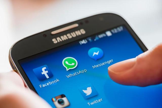 """تطبيقات هاتفك الذكي """"متواطئة سرا"""" للتجسس على تفاصيل دقيقة بحياتك"""